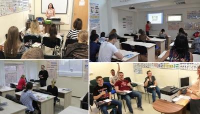 Процесс обучения учеников в классе