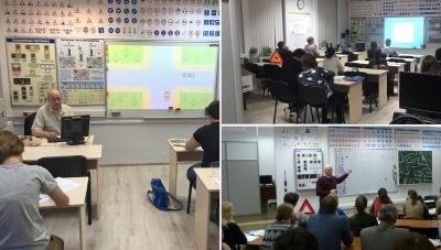 Прослушивания лекции в учебном классе автошколы